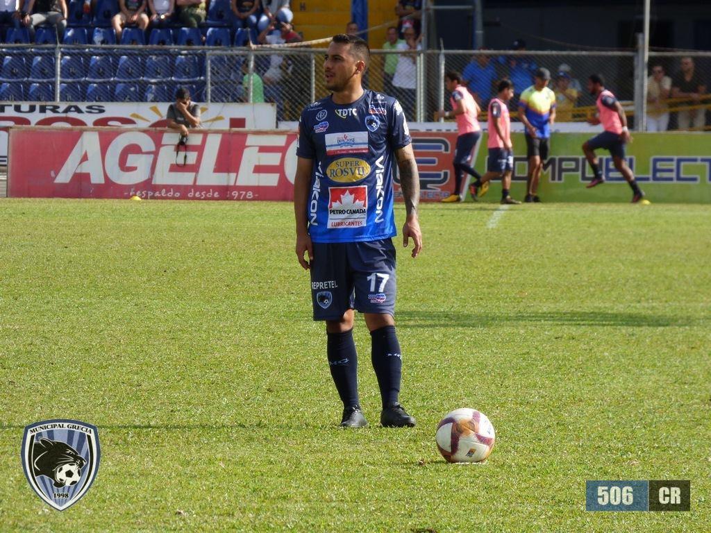 Salida del jugador Diego Estrada